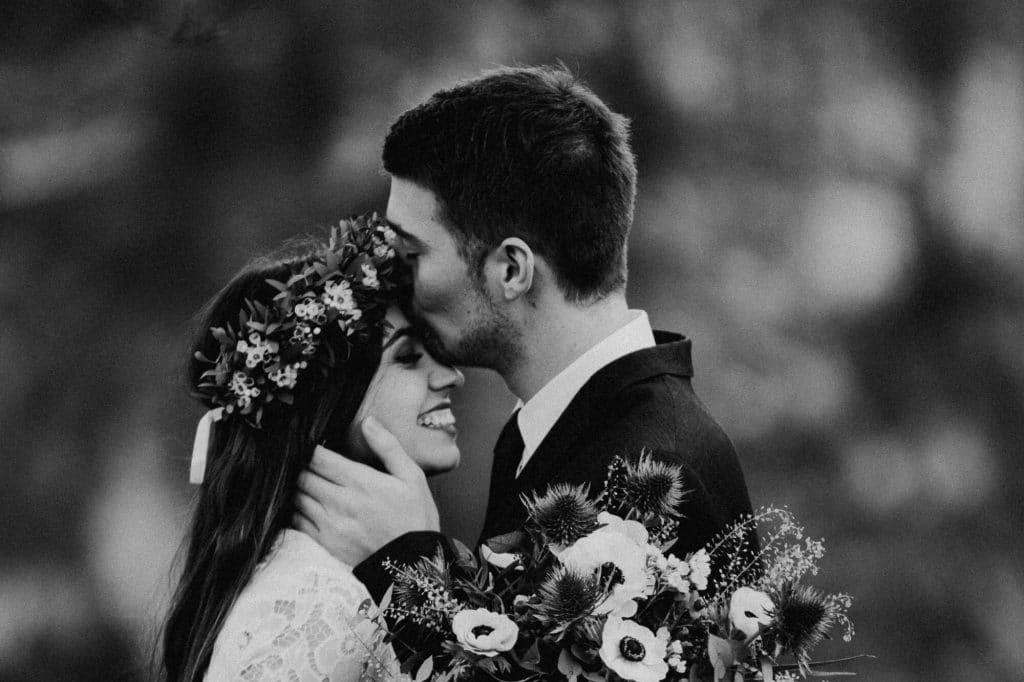 Stirnkuss Hochzeit
